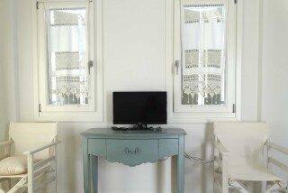 gallery anassa suites television
